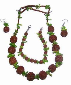 Set cu Rudraksha si coral verde pentru nativii Cocos
