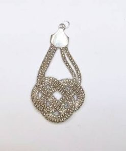 Pandantiv argintiu cu nodul mistic stilizat