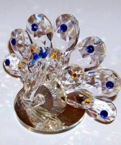Paun din cristal multifatetat cu cristale albastre