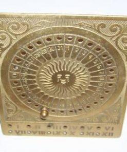 Calendar vintage din alama